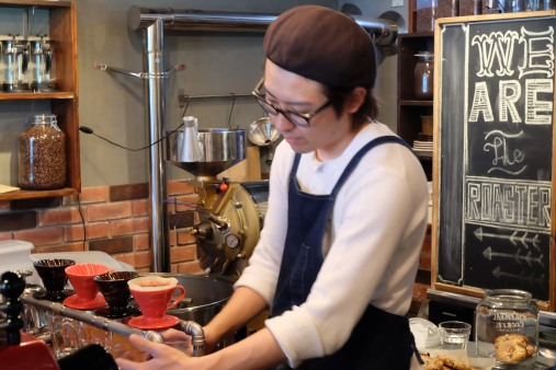Making Coffee at Woodberry Coffee Roasters in Yoga Tokyo Japan