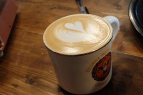 Mug with Latte Art at Woodberry Coffee Roasters in Yoga Tokyo Japan