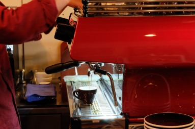 Barista making Espresso at Woodberry Coffee Roasters in Yoga Tokyo Japan