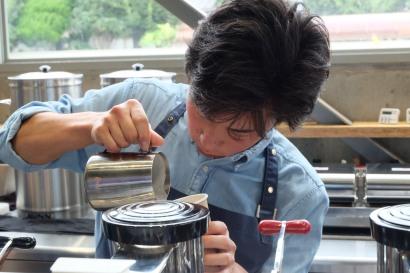 Barista at Blue Bottle Coffee Kiyosumi-Shirakawa Tokyo Japan