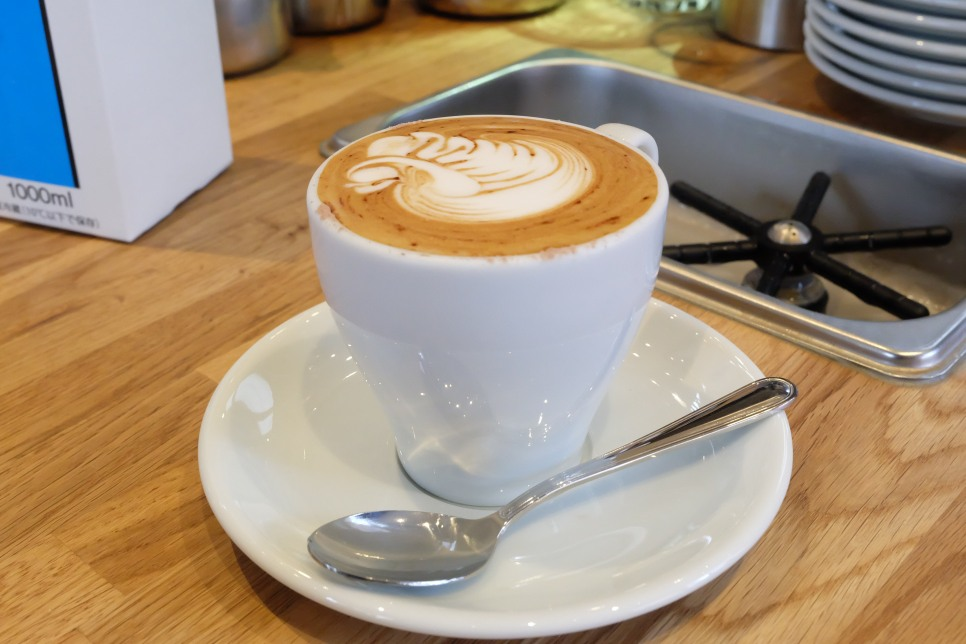 Latte art at AllPress Espresso Kiyosumi-Shirakawa Tokyo Japan