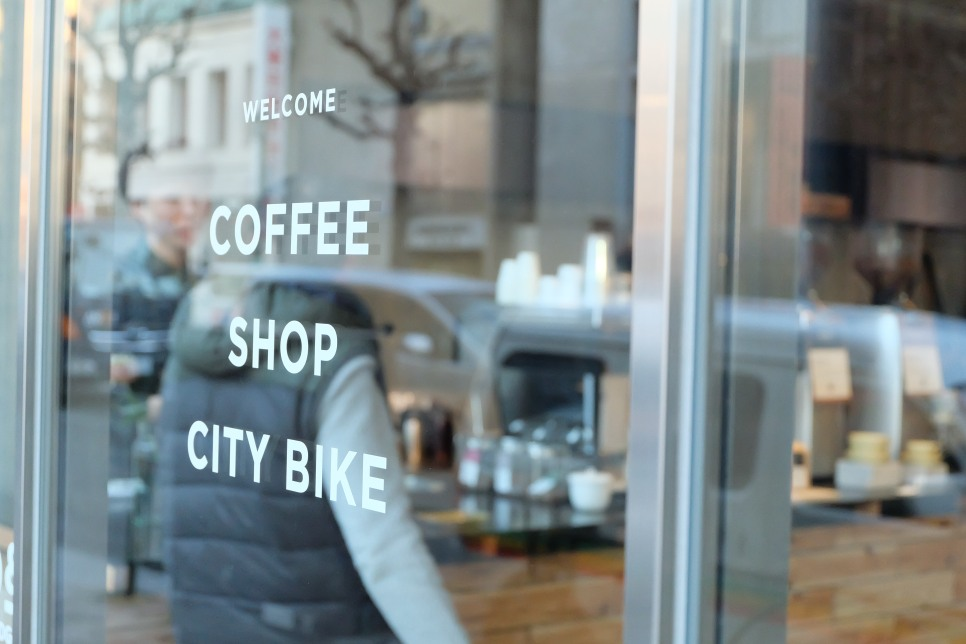 Welcome Coffee Shop City Bike exterior of Ratio Coffee and Cycle Tokyo Japan