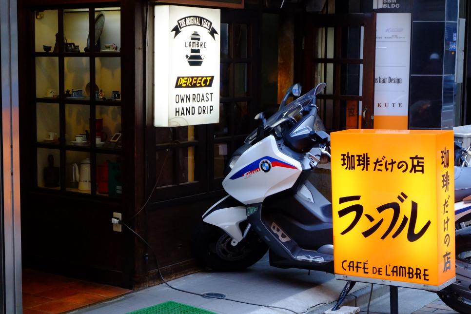 Cafe de Lambre Kissaten Cafe in Ginza Tokyo Japan